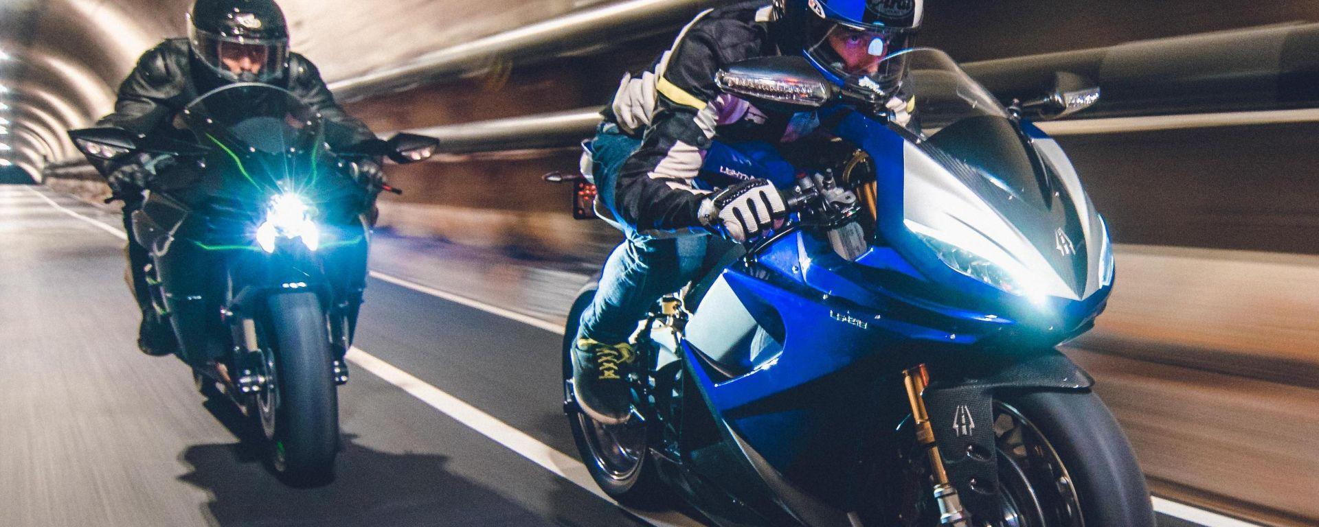 Kawasaki H2 vs moto elettrica Lightning LS-218