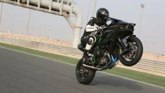 La Kawasaki H2R sfida una Formula 1, un F16 e diverse supercar - Immagine: 5