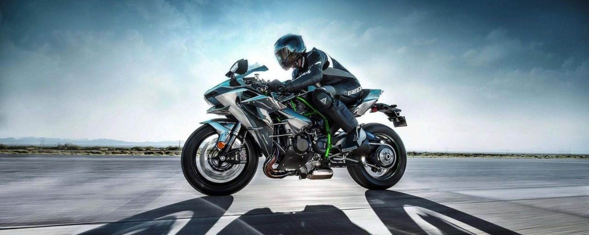 La Kawasaki H2R sfida una Formula 1, un F16 e diverse supercar