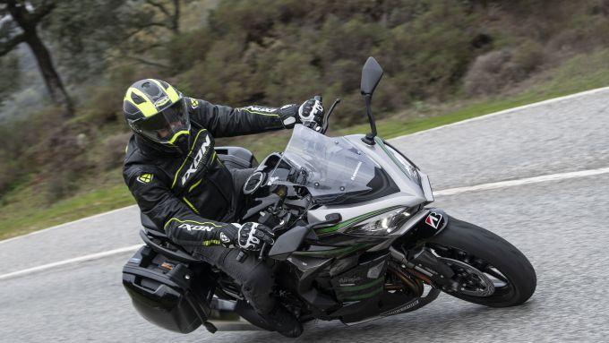 Kawasaki Ninja 1000 SX 2020: sulle strade della riserva naturale vicino a Cordoba in Spagna