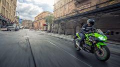 Kawasaki Ninja 400: ecco la moto per il trofeo MotoEstate - Immagine: 18