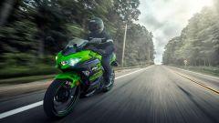Kawasaki Ninja 400: ispirata dai cordoli dei circuiti ma realizzata per convincere su strada