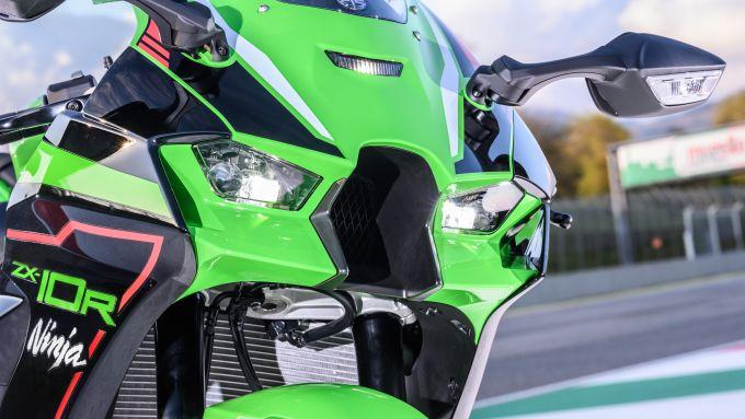 Kawasaki Ninja ZX-10R 2021: i fari full LED e le alette integrate nelle carene