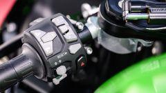 Kawasaki Ninja ZX-10R 2021: il blocchetto sinistro con i tasti del cruise control