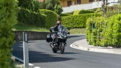 Kawasaki Versys 1000 S Grand Tourer 2021: il raggio di sterzo aiuta anche nella manovre a bassa velocità