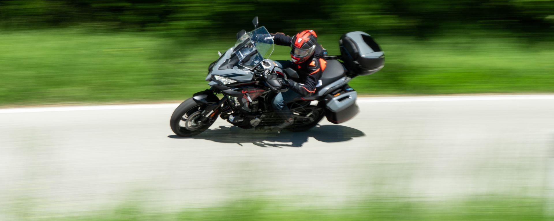 Kawasaki Versys 1000 S Grand Tourer 2021 in piega