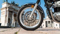 Kawasaki W 800 Classic, i cerchi sono rigorosamente a raggi