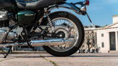 Kawasaki W 800 Classic, il doppio ammortizzatore è regolabile nel precarico molla