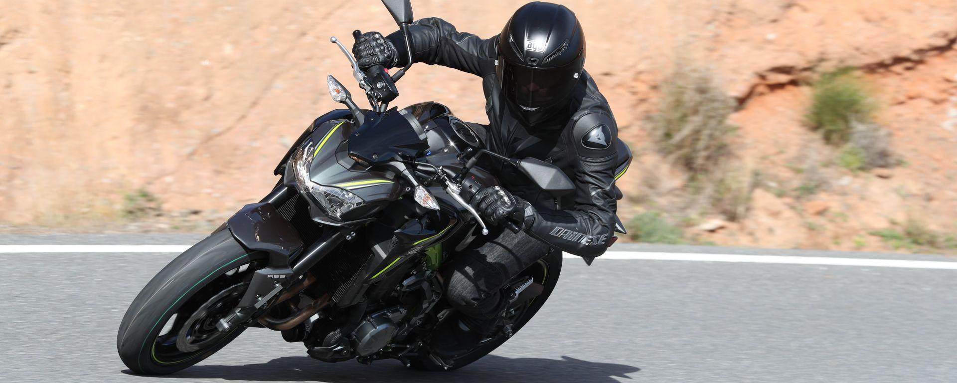 Kawasaki Z900 in piega