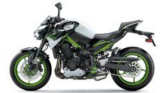 Kawasaki Z900 m.y. 2021 nella colorazione bianca, verde e nera