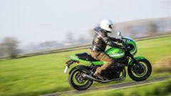 Kawasaki Z900RS CAFE: col manubrione basso affronta meglio le curve