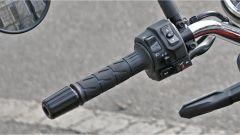 Kawasaki Z900RS: i blocchetti dei comandi sono semplici ma ben fatti