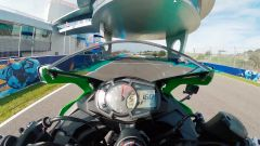 Kawasaki ZX-25R in pista a Jerez de la Frontera