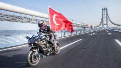 Kenan Sofuoglu e la Kawasaki Ninja H2R a 400 km/h: è record - Immagine: 1