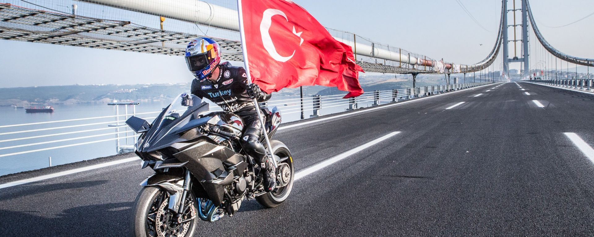 Kenan Sofuoglu a 400 km/h sulla Kawasaki Ninja H2R