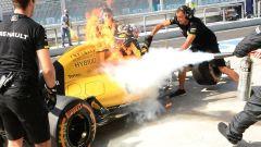 Kevin Magnussen - l'incendio della Renault RS16 in Malesia (2016)
