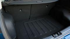 Kia Niro: il bagagliaio ha una capacità minima di 427 litri. Peccato però per lo scalino