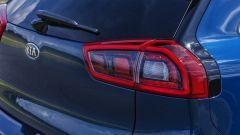 Kia Niro: le luci di coda a led con disegno a
