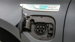 Kia Optima PHEV: le batterie si ricaricano tramite la normale linea elettrica
