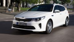 Kia Optima Sportswagon ha una frontale grintoso con fari full led