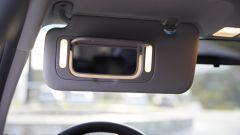 Kia Picanto 2017: specchietto di cortesia con una fascia luminosa LED