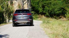 Kia Sportage 2.0 CRDI AWD GT Line: originale anche in coda grazie ai fari uniti da una striscia luminosa