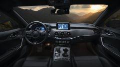 Kia Stinger 2018, gli interni: volante a tre razze e sedili dal carattere sportivo
