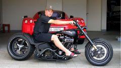 Kimi Raikkonen con la sua Walz Hardcore Cycles Iceman 2