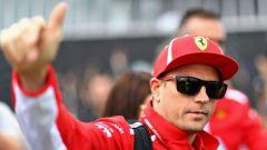 Succede anche ai campioni: Kimi Raikkonen multato per aver strusciato un'auto