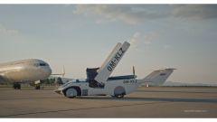 Klein Vision AirCar, a questo punto le ali si abbassano per rimanere all'interno della carrozzeria
