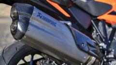 KTM 1290 SUPER ADVENTURE S 2021, il terminale Akrapovic optional