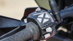 KTM 1290 Super Adventure-S: dal blocchetto sinistro si gestiscono le funzioni della strumentazione