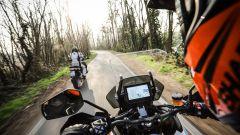 KTM 1290 Super Adventure-S: il parabrezza si regola con due comode manopole