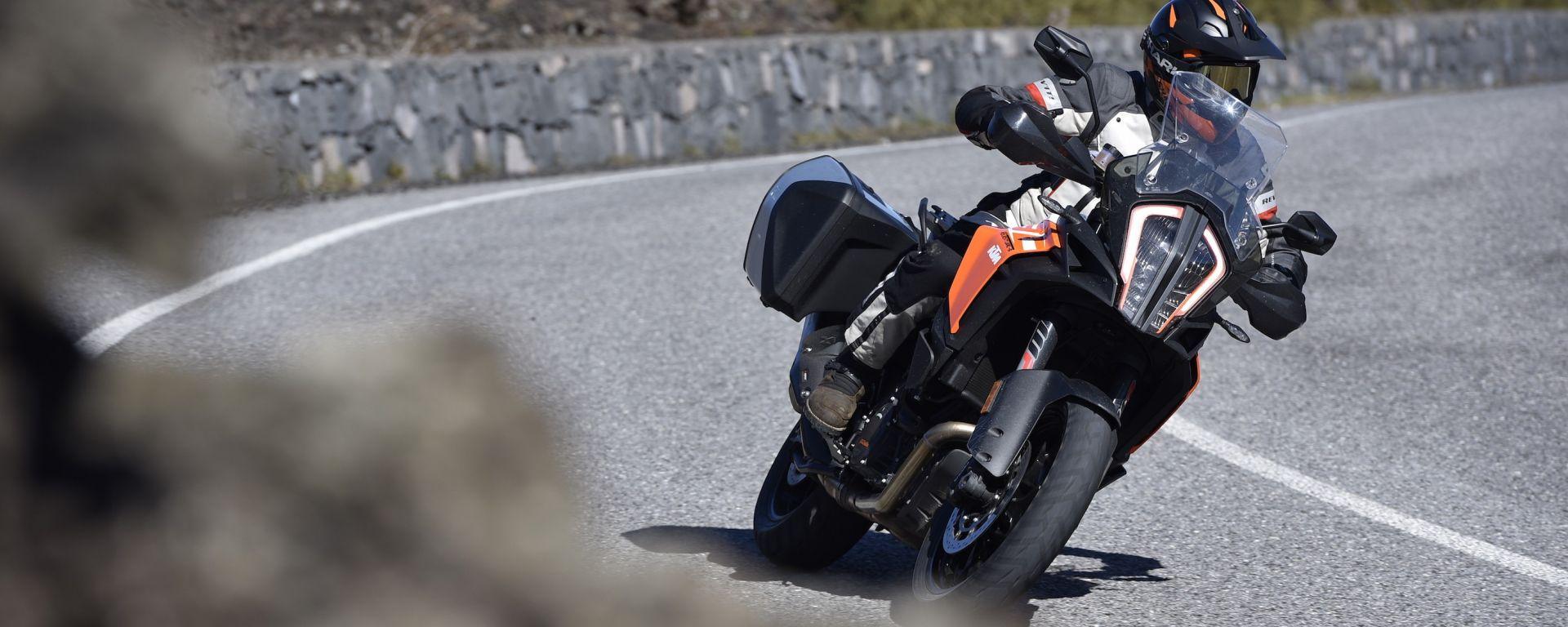 KTM 1290 Super Adventure-S, sulle strade intorno all'Etna
