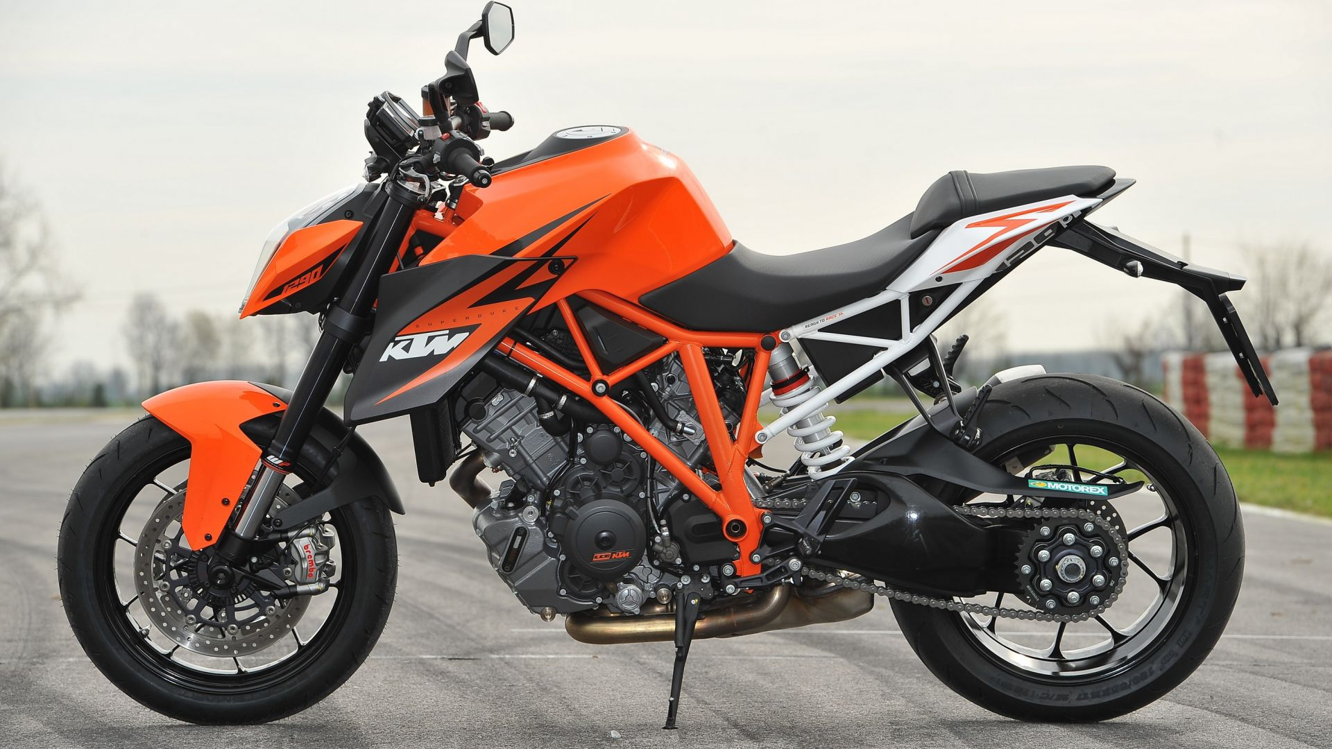 Ktm Duke 1290 >> In pista con: KTM 1290 Super Duke R - MotorBox