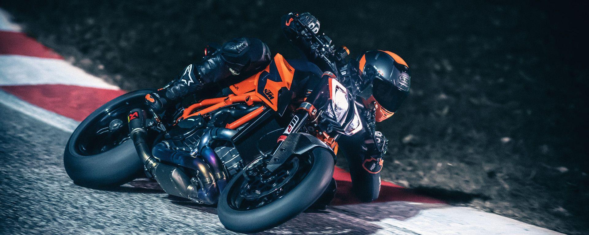 KTM 1290 Super Duke R: alleggerita e potenziata