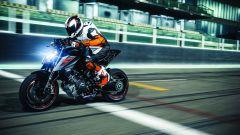 KTM 1290 Super Duke R: c'è anche il cruise control, funzionante tra 60 e 200 km/h