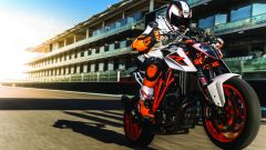 KTM 1290 Super Duke R: vista 3/4 anteriore