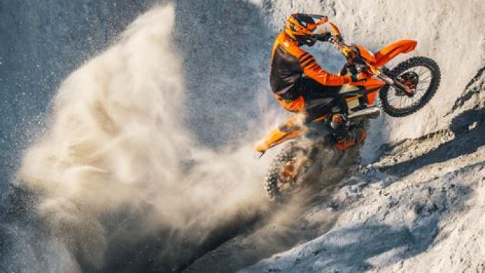 KTM 300 EXC TPI 2021: la 2 tempi in azione