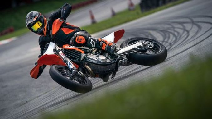 KTM 450 SMR 2021 in azione