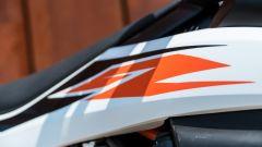 KTM 690 SMC R 2019: i fianchetti snelli non proteggono il serbatoio