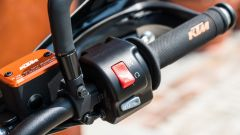 KTM 690 SMC R 2019: il blocchetto destro in dettaglio