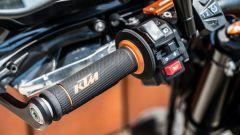KTM 690 SMC R 2019: il blocchetto sinistro in dettaglio