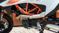 KTM 690 SMC R 2019: il passaggio dello scarico