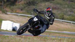 KTM 690 SMC R 2019: torna il motard austriaco. Prova su strada - Immagine: 1
