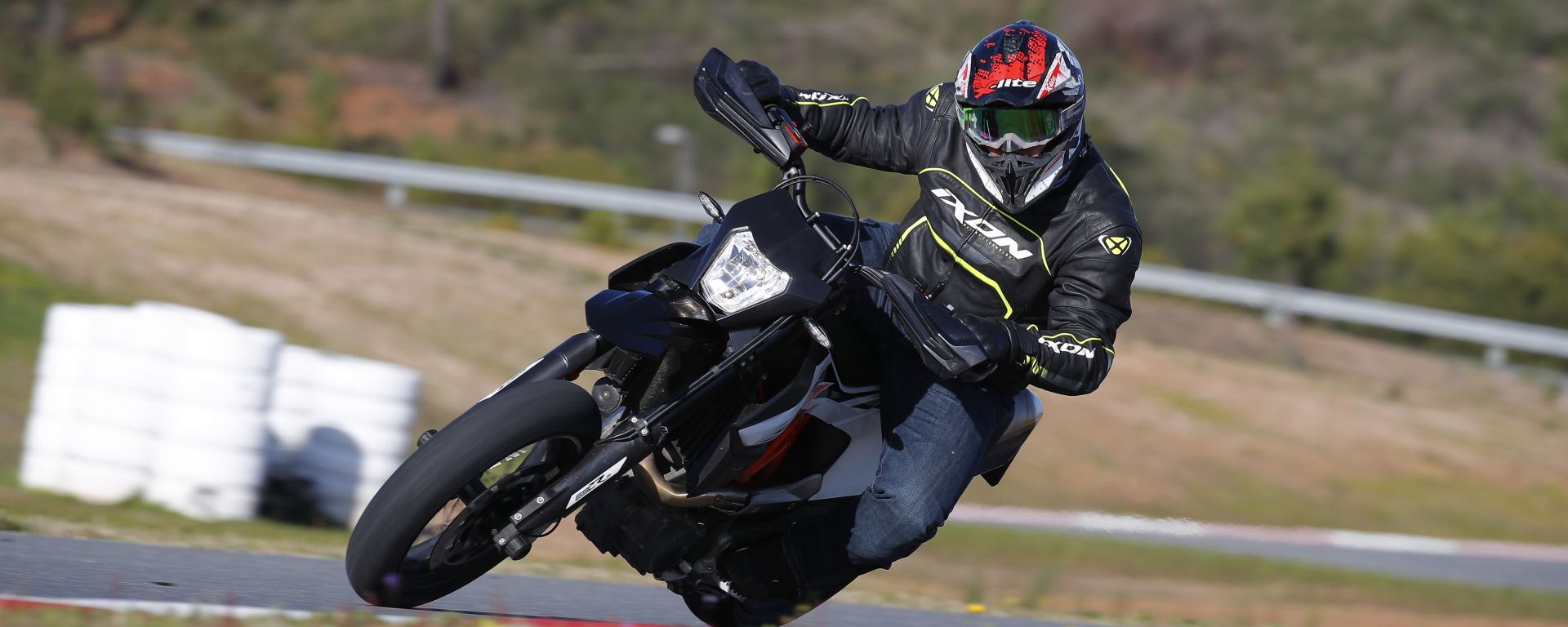 KTM 690 SMC R 2019: torna il motard austriaco. Prova su strada