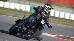 KTM 690 SMC R 2019: torna il motard austriaco. Prova su strada - Immagine: 3