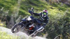KTM 690 SMC R 2019: torna il motard austriaco. Prova su strada - Immagine: 4