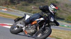 KTM 690 SMC R 2019: torna il motard austriaco. Prova su strada - Immagine: 7