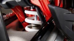KTM 690 SMC R 2019: torna il motard austriaco. Prova su strada - Immagine: 9